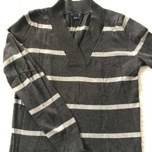Women's Gap v-neck sweater